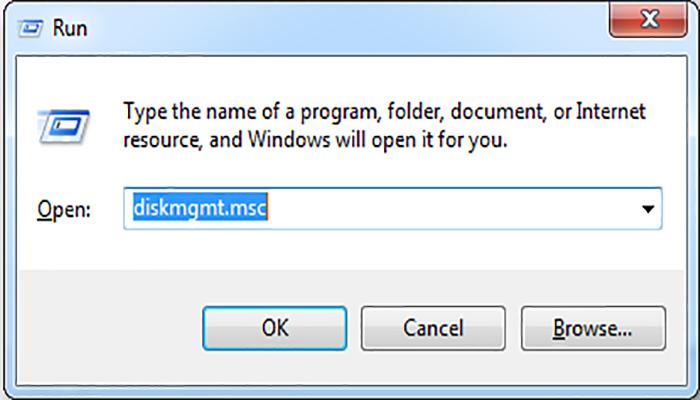 """در کادر اجرا کلمه """"diskmgmt.msc"""" را تایپ کنید."""